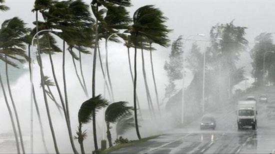 عواصف عاتية وأمطار غزيرة تشل الحياة في ولايات أمريكية