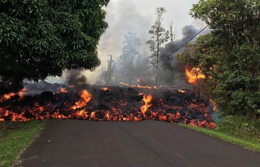 حمم بركان كيلاويا تهدد الطاقة الكهربائية وسكان هاواي