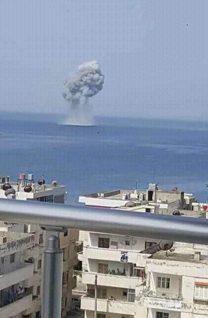 """بالصور.. تحطم مقاتلة روسية في البحر غربي سوريا """"بسبب طائر"""""""