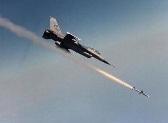 إصابة 13 مدنياً بصاروخ لطيران التحالف جنوب الموصل
