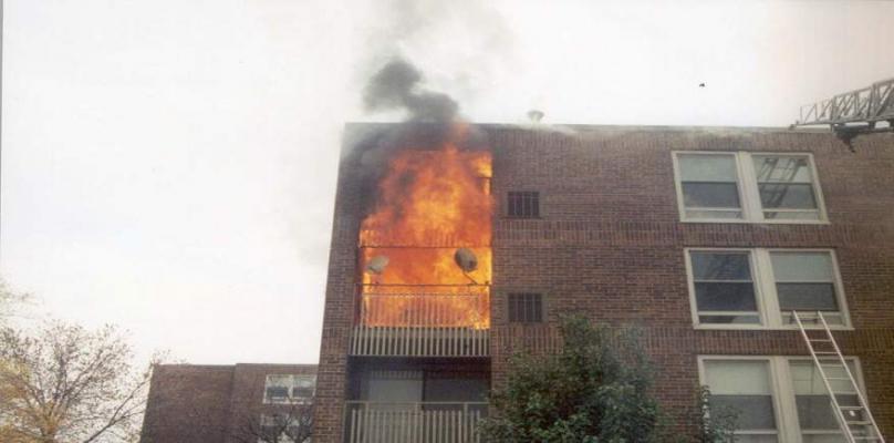 اخماد حريق اندلع بمنزل سكني في ديالى