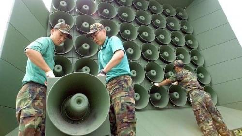 إزالة مكبرات الصوت من حدود الكوريتين