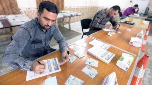 المفوضية: 70% نسبة توزيع بطاقات الناخبين وغداً آخر موعد لتسلمها