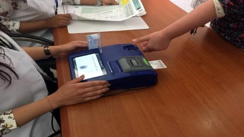 المفوضية: نقل أجهزة الاقتراع الى المحافظات خلال يومين