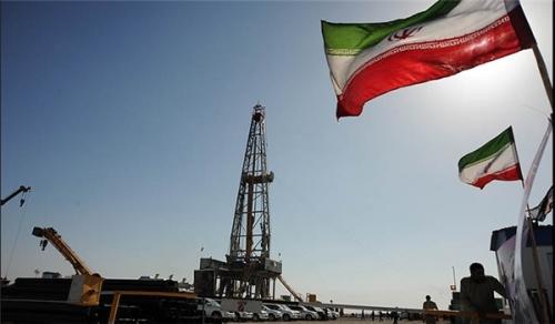 أسعار النفط تقفز بعد انسحاب أمريكا من الإتفاق النووي الايراني