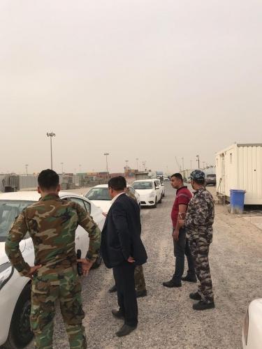 وفد من المنافذ الحدودية يشرف على معاملات دخول البضائع في ميناء أم قصر
