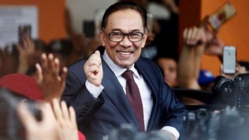 ماليزيا.. إطلاق سراح زعيم المعارضة بعفو ملكي