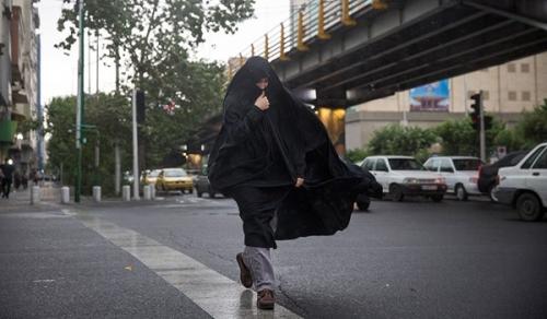 عاصفة تقتل شخصاً وتصيب 76 آخرين في طهران
