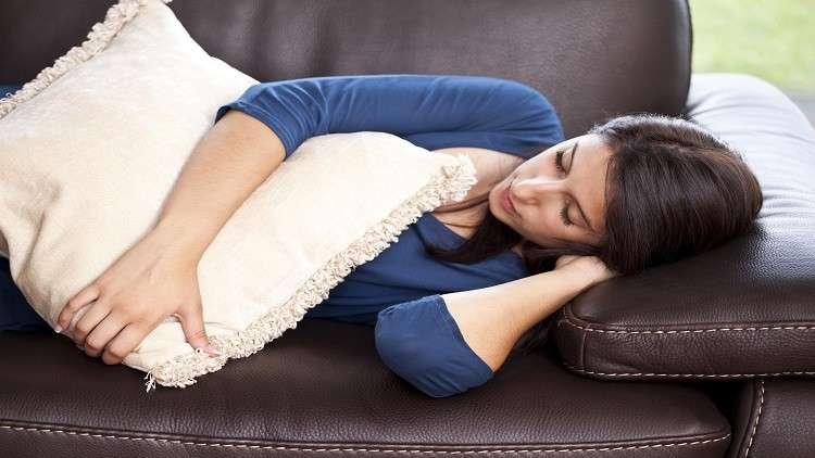 لماذا يحذر العلماء من النوم الطويل؟