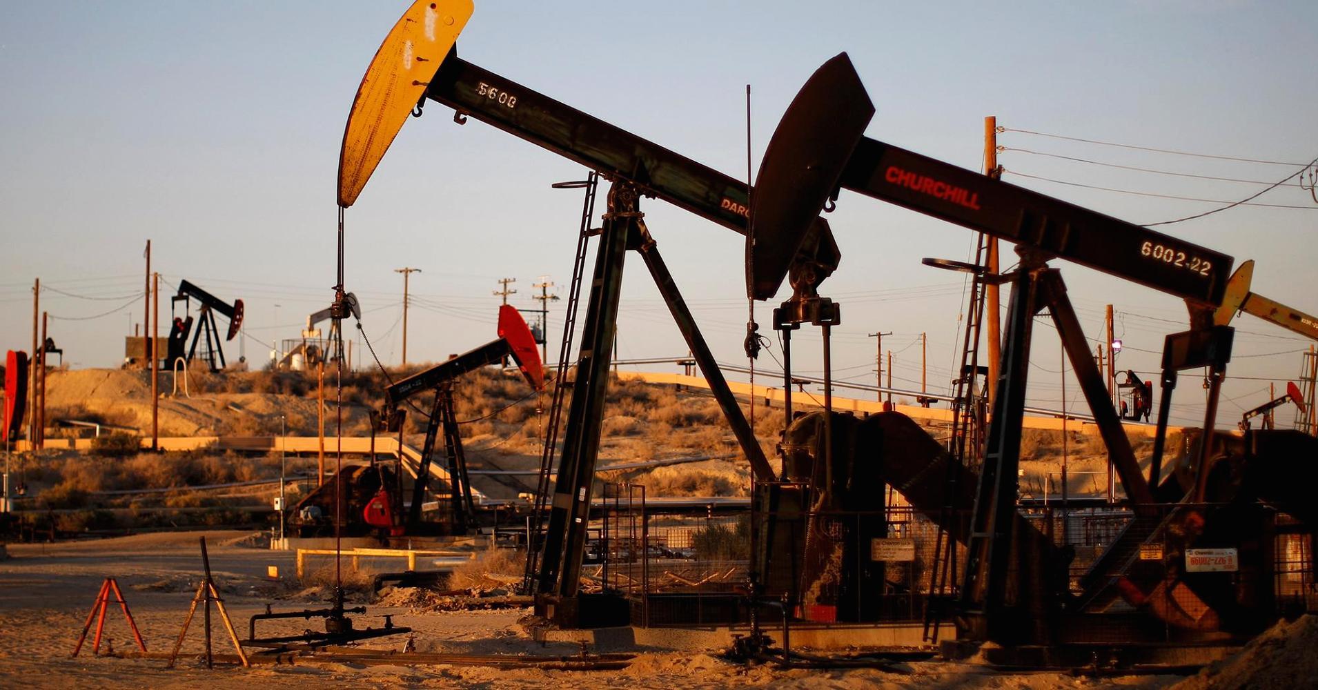 بدء العقوبات الامريكية على إيران وهبوط أسعار النفط