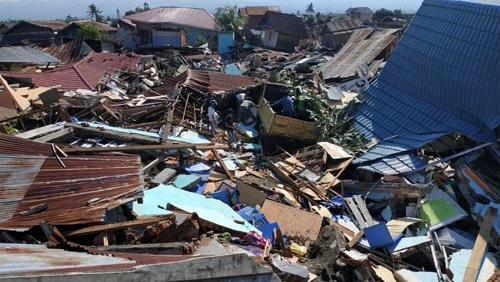 150 ألف شخص تحت الأنقاض جراء الزلزال في إندونيسيا