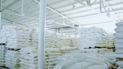 العراق يتعاقد لشراء 230 ألف طن من الأرز والحنطة الكندية