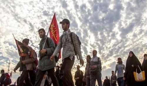 عشرات الآلاف من زوار ايران يبدأون مسيرهم الى كربلاء