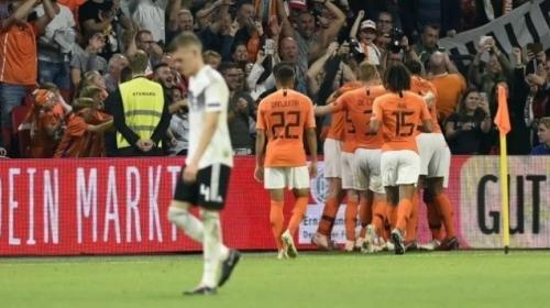 هولندا تقسو على ألمانيا بفوز ثمين وتشعل صراع التأهل مع فرنسا