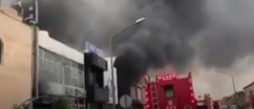 الكويت حريق كبير بمجمع تجاري ضخم يهدد بإنهياره