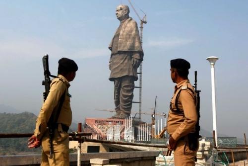 إزاحة الستار عن أطول تمثال على وجه الأرض