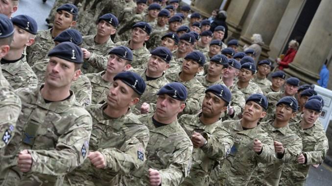 الجيش البريطاني يلجأ لتجنيد أجانب لتعويض النقص في صفوفه