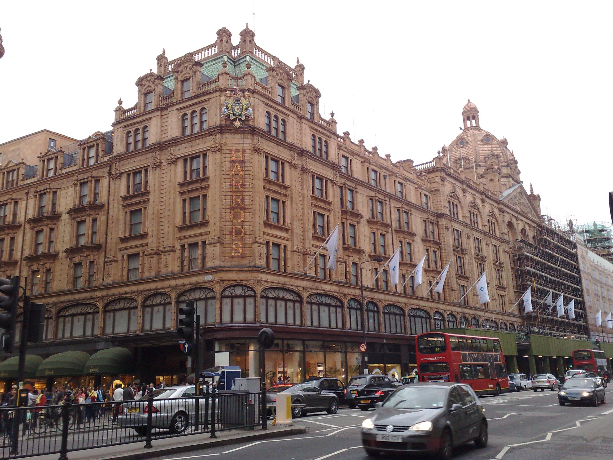 القبض على امرأة أنفقت 16 مليون استرليني بمتجر في لندن