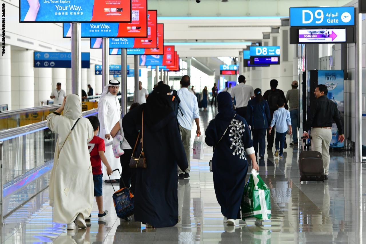 الإمارات تبدأ تطبيق نظام رد الضريبة للسياح في مطاراتها