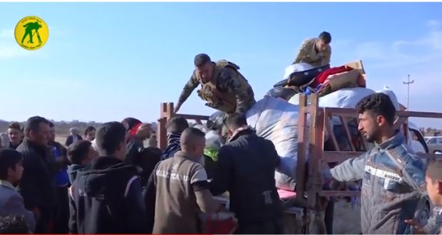 الحشد الشعبي يقدم مساعدات إنسانية للأسر المتضررة جراء السيول في ناحية مندلي ( فيديو)