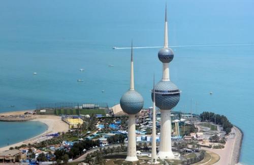 الكويت :تعطيل الدوام وإيقاف الرحلات الجوية لظرف طارئ