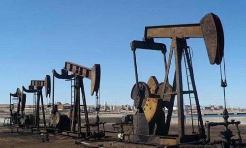 النفط يتراجع لإرتفاع الإنتاج الأمريكي