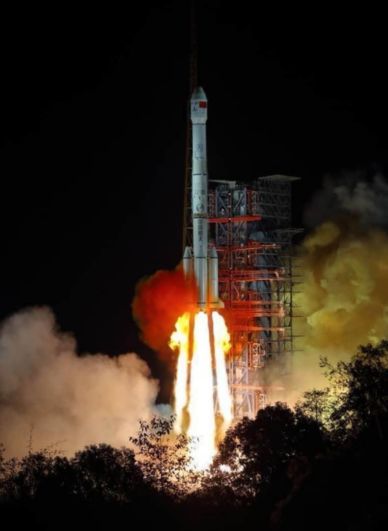 الصين تطلق رحلة غير مسبوقة إلى الجانب المظلم من القمر