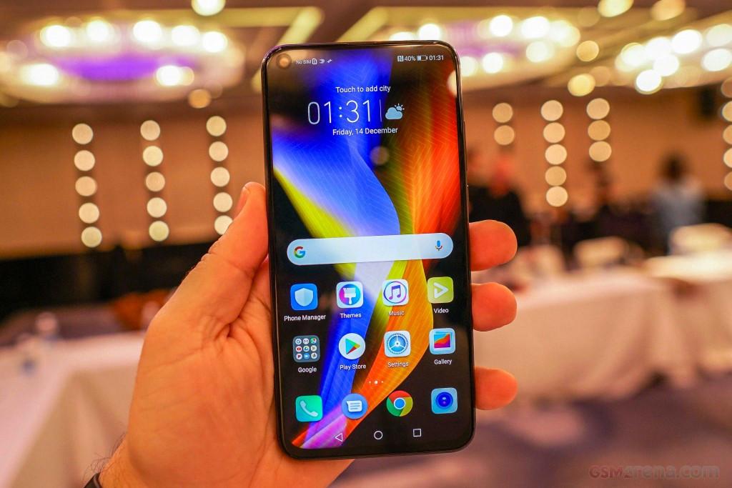 """Huawei"" ترفع الستار عن أقوى هواتفها"