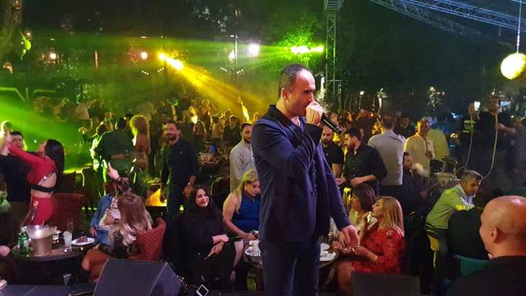 أيمن زبيب يحتفل بالميلاد بين جمهوره ويحوّل السهرة الى مهرجان جماهيري