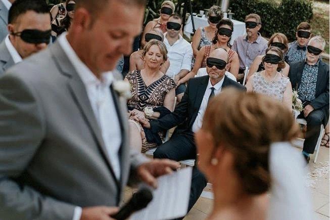 الحب اعمى حقيقة لا مجازا في حفل الزفاف هذا