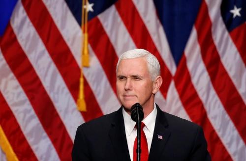 نائب ترامب يجدد لعبد المهدي دعم العراق ويشيد بإفتتاح الخضراء