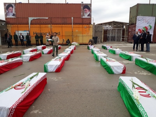 العراق يسلم رفات جنود الى إيران