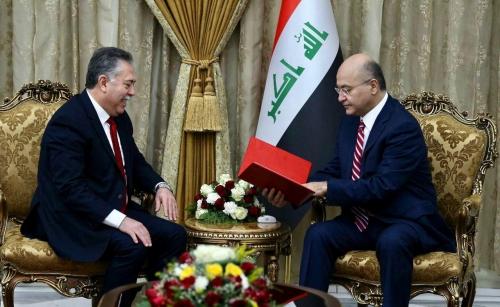 صالح يتسلم دعوة من السبسي لزيارة تونس في آذار المقبل