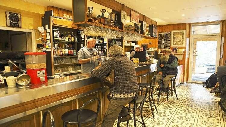 هل تطيل القهوة والكحول العمر إلى أكثر من 90 سنة؟