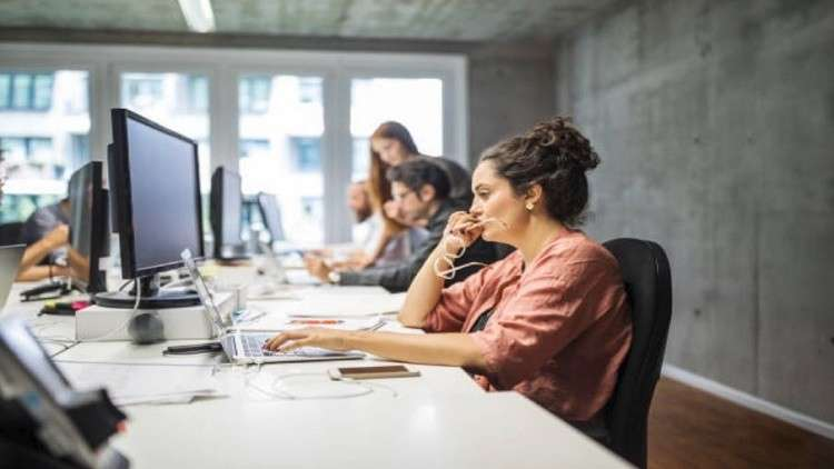 ما علاقة نوع الوظيفة بالسمنة لدى النساء دون الرجال؟