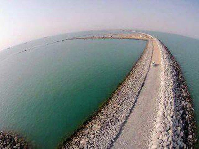 انتهاء العمل بكاسر الامواج الشرقي في ميناء الفاو الكبير