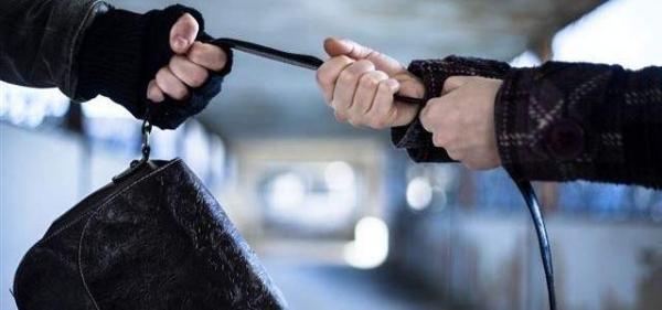 القبض على متهمين بسرقة حقيبة امرأة في الكاظمية
