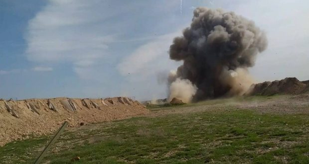 الحشد الشعبي يزيل كدسا للمخلفات الحربية والعبوات والصواريخ في الجزيرة بمحافظة صلاح الدين