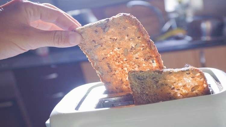 علماء يحذرون من خطر الخبز المحمّص!
