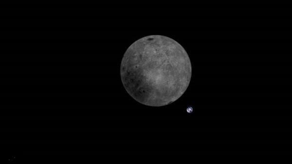 صورة غير مسبوقة للأرض والقمر
