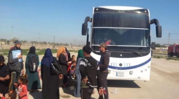 النقل تعيد 30 عائلة نازحة من عامرية الفلوجة الى قضاء القائم