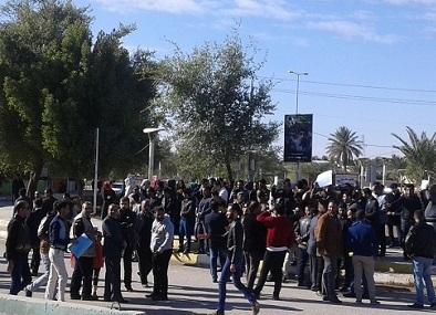 تظاهرات وقطع طريق لتردي الكهرباء