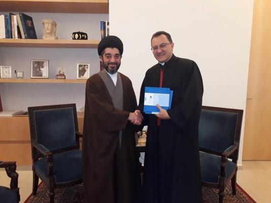 أمين عام مؤسسة الإمام الحكيم يدعو الفاتيكان الى حث المسيحيين على البقاء في العراق