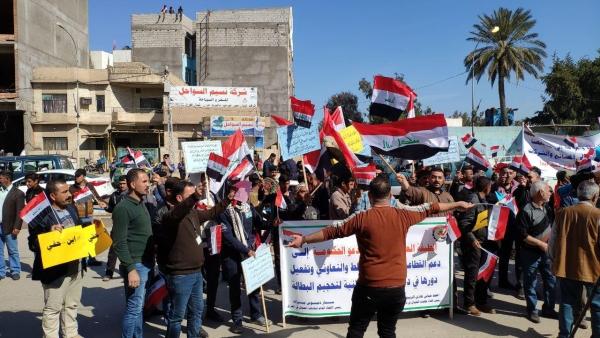 ديالى تظاهرة عمالية للمطالبة بصرف الأجور وفتح المصانع