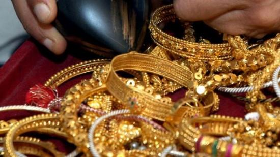 القبض على عصابة سرقت مصوغات ذهبية بقيمة 100 مليون دينار في الكرادة