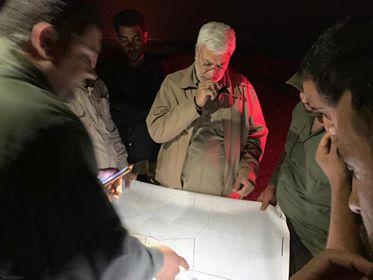 """الحاج ابو مهدي المهندس يتفقد محيط العمارة ويشرف على تأمين حقل""""مجنون"""" من خطر الفيضانات (صور)"""