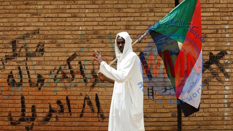 """السودان.. قادة المحتجين يستعدون لإعلان""""مجلس سيادي"""" رغم اتفاق مواصلة الحوار مع العسكريين"""