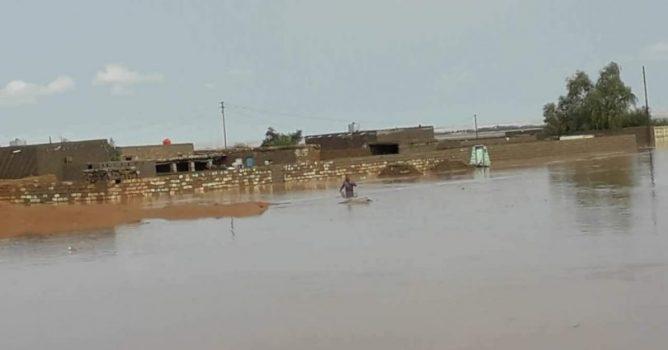 اخلاء العوائل الساكنة قرب نهري دجلة وديالى بعد غرق دورهم