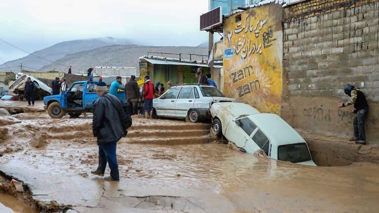 فرنسا ترسل 12 طنا من المساعدات الإنسانية لإيران بعد الفيضانات