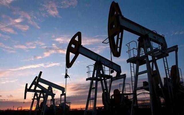 أسعار النفط تغلق على ارتفاع بدعم من بيانات اقتصادية أميركية قوية